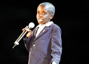 Nkosi Johnson era un joven activista que a sus 11 años habló en la apertura de la Conferencia Mundial AIDS2000 pidiendo acceso al tratamiento. Nkosi murió un año después.