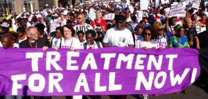 Miles de activistas marcharon por las calles de Durban en el marco de la XX! Conferencia Internacional de Sida (Foto AP)