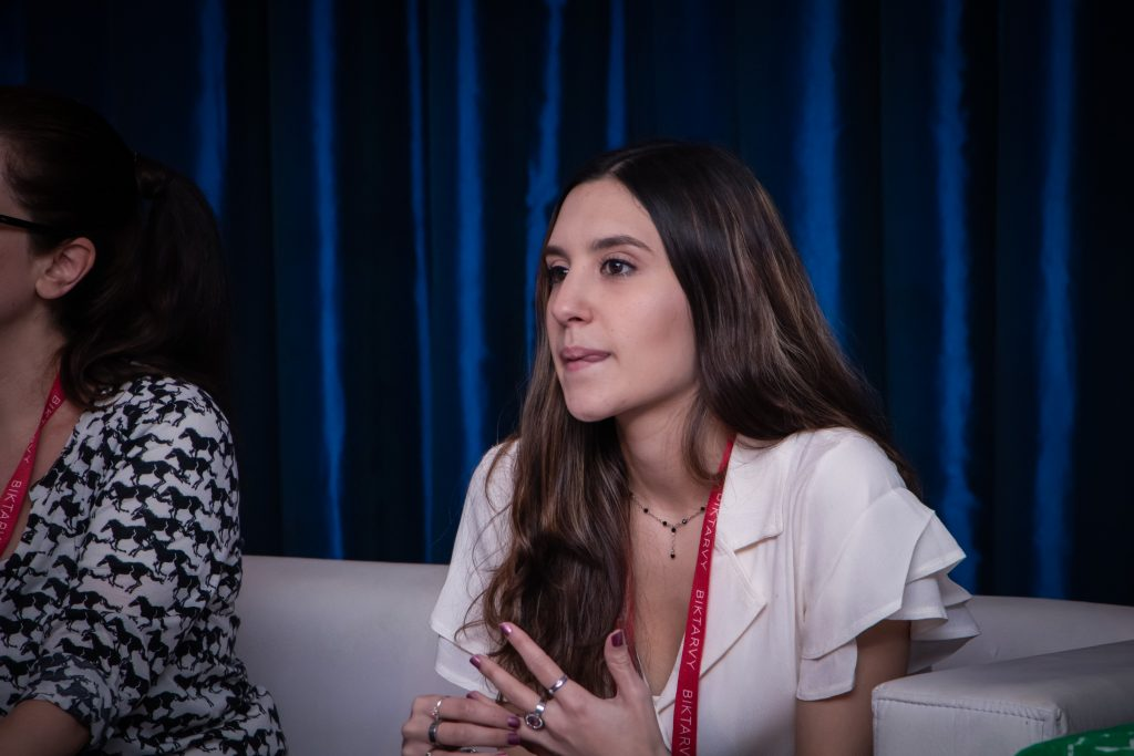 Nayla Procopio del Colectivo de Juventudes en el  Simposio Científico de Fundación Huésped 2019